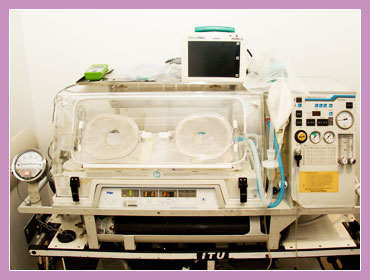 Photo showing the type of incubator used in Neonatal Transfer